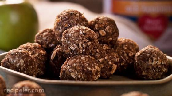 Apple Cinnamon Walnut Energy Bites