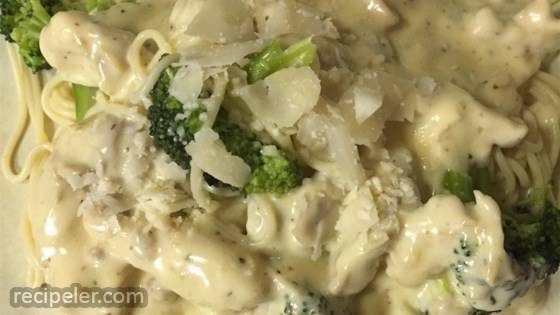 broccoli chicken fettuccini alfredo