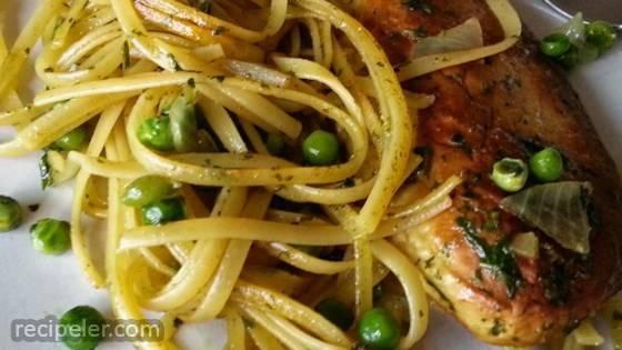 Broth Pesto with Pasta, Peas, and Chicken