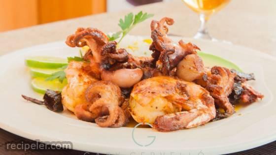 Camarones al Mojo de Ajo (Mexican Shrimp in Garlic Mojo Sauce)
