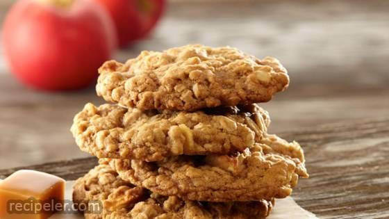 Caramel Apple Oatmeal Cookies