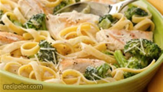 chicken and broccoli fettuccini skillet dinner