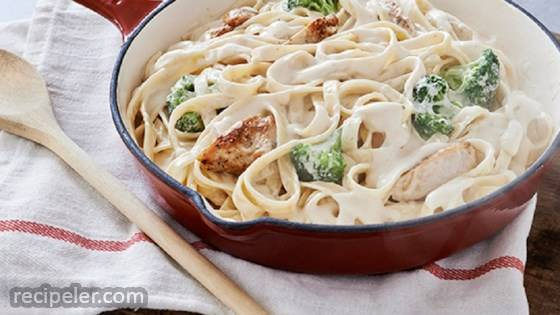 Chicken & Broccoli Alfredo with Fettucine