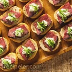 Crostini with Beef Tenderloin and Horseradish