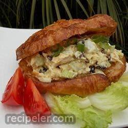 Crunchy Curry Tuna Sandwich
