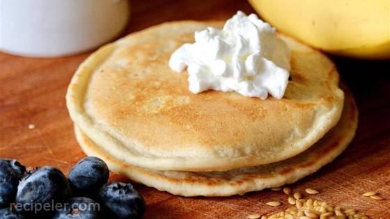 Easy Flourless Banana Flax Pancakes