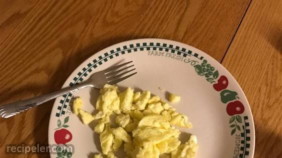 Easy Fluffy Scrambled Eggs