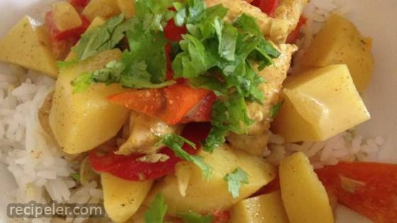 Easy Slow Cooker Chicken Curry with Potatoes and Coconut Milk