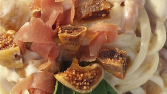 fettuccine alfredo with figs and prosciutto
