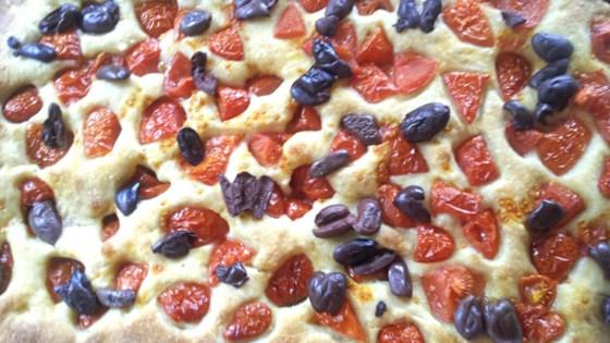 focaccia barese al pomodoro e olive (homemade talian focaccia with tomatoes and olives)