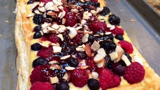 fresh berry tart with chambord sauce