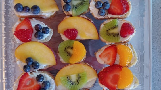 goat cheese crostini with honey and fruit
