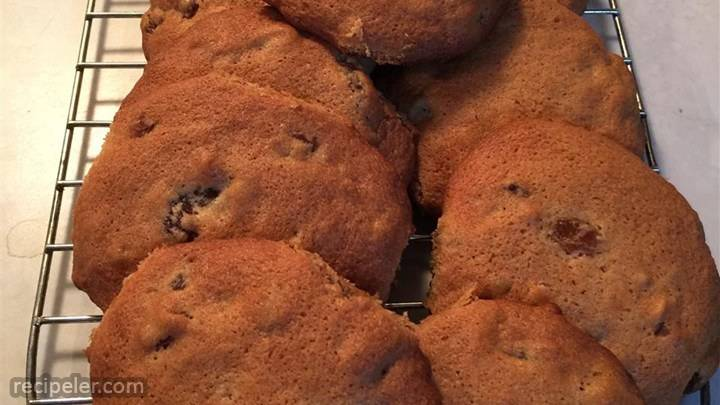 jumbo raisin cookies