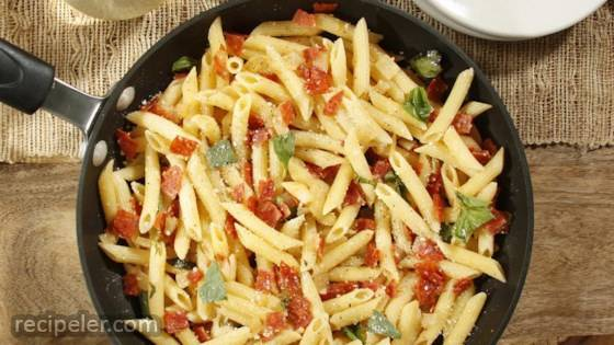 Kellie's Simple Penne with Pepperoni and Cheese