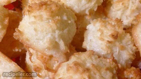 Light and Fluffy Coconut Macaroons