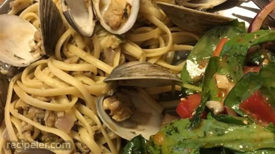 Linguine with Garlicky White Clam Sauce