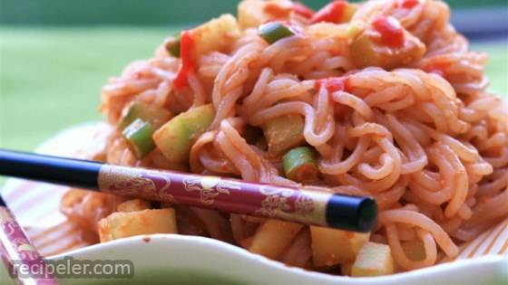 Low-Calorie Spicy Peanut Noodles