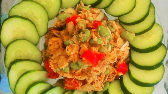 low-fat tuna salad with edamame and tomato