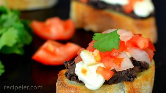 Mini Molletes de Frijoles (Mexican Bruschetta with Beans)