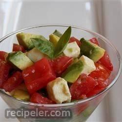 nsalata Caprese with Avocado