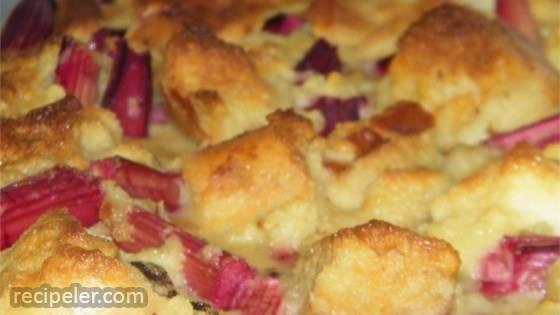 Old Fashioned Rhubarb Bread Pudding