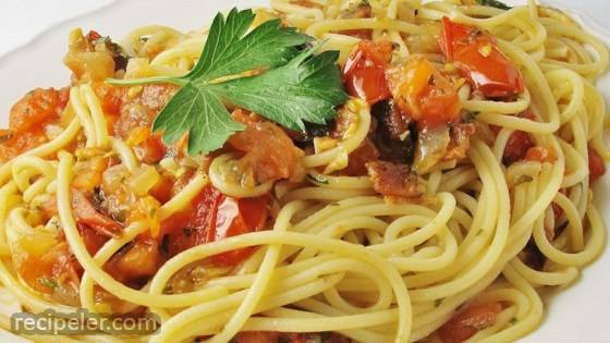 Pasta with Tomato and Bacon