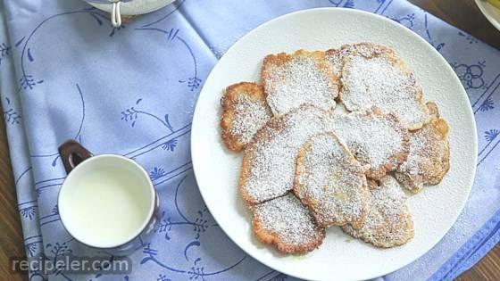 Racuchy z Jablkami (Polish Apple Pancakes)