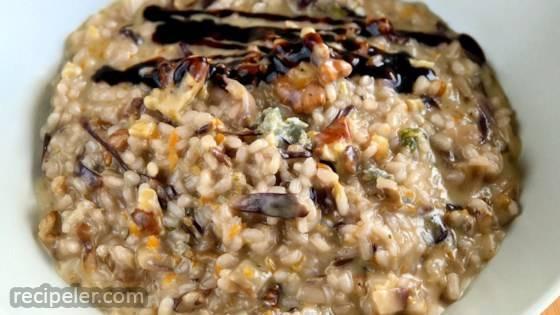Risotto Con Radicchio, Gorgonzola, Noci, e Crema di Balsamico