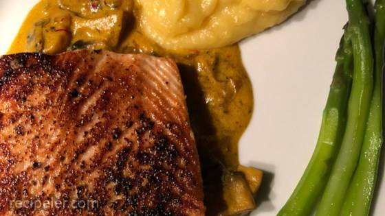 Seared Salmon with ndian-nspired Cream Sauce