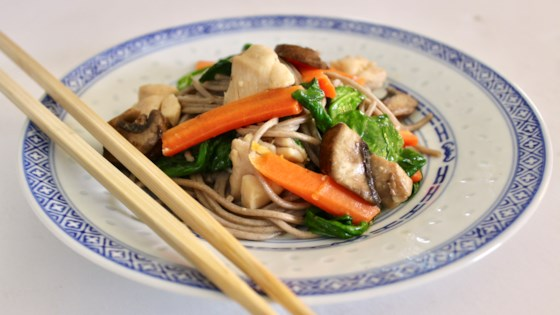 sesame soba noodles with chicken thighs and vegetables