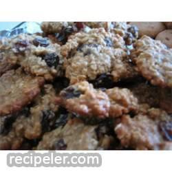 Soft Oatmeal Raisin Cookies