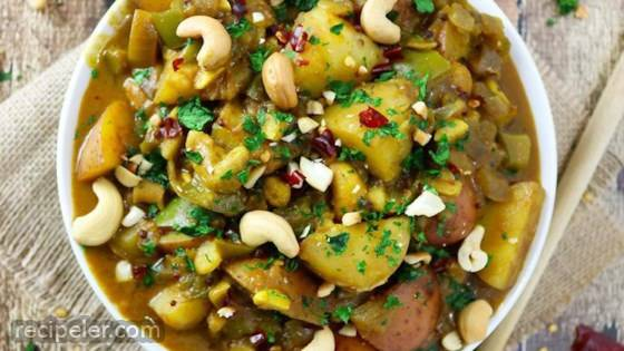 Sri Lankan Potato & Cashew Curry