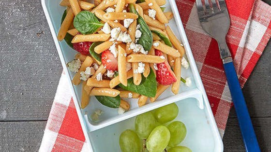 strawberry and spinach balsamic pasta salad