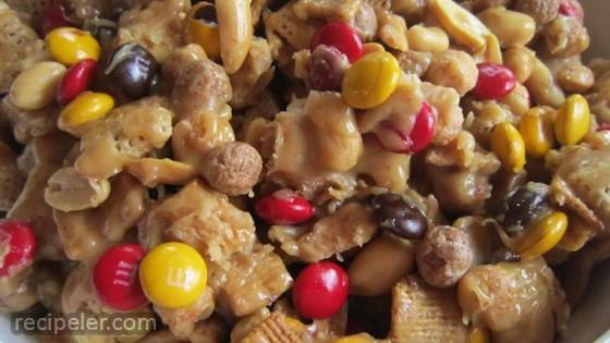 Sweet and Crunchy Popcorn Snack Mix
