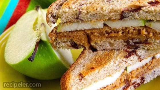 Sweet 'n Creamy Peanut Butter Apple Sandwich