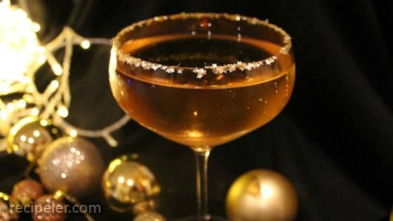 The Golden Bubble Cocktail with Prosecco, Amaretto, and Glitter