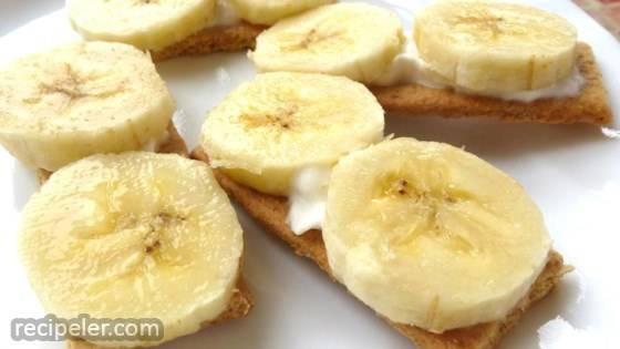 Tiny Banana Cream Pies