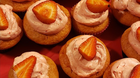 triple strawberry cheesecake cupcakes