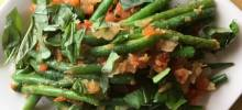 green beans braised with tomatoes and fresh basil