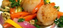 Pan-Seared Scallops with Pepper and Onions in Anchovy Oil