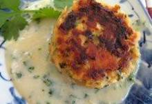 asian salmon cakes with creamy miso and sake sauce