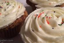 Carrot Cake Cupcakes with Cream Cheese cing