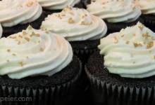 Chocolate Beer Cupcakes With Whiskey Filling And rish Cream cing