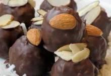 Famous Coconut-Almond Balls