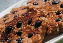 Flourless Oatmeal Blueberry Pancakes
