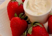 marshmallow dip for strawberries