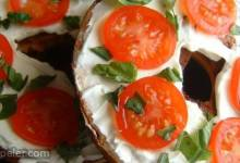Queenie's Killer Tomato Bagel Sandwich