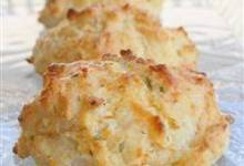 Quick Cheddar Garlic Biscuits