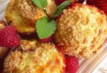 white raspberry muffins